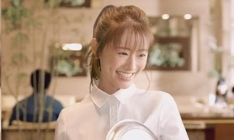 ソフトバンク新CM』可愛いウエイトレスの女性店員は女優【松本